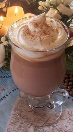Fahéjas-szegfűszeges forró csokoládé Coffee Milkshake, Café Chocolate, Gingerbread, Muffin, Food And Drink, Cooking Recipes, Pudding, Cookies, Tea