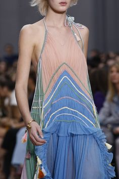 See detail photos for Chloé Spring 2016 Ready-to-Wear collection.