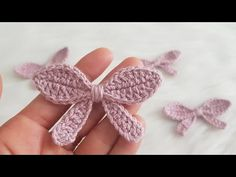 Crochet Simple Bow In 10 Minutes - We Love Crochet - Örgü Modelleri Crochet Bows Free Pattern, Crochet Flower Patterns, Crochet Flowers, Crochet Stitches, Flower Pattern Design, Crochet Simple, Love Crochet, Crochet Baby, Knit Crochet