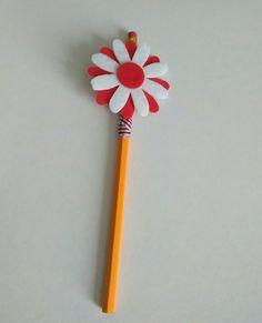 matita rivestita con nastro,fiore realizzato con panno lencio, per info contattatemi via email rdlmcl@hot mail.it