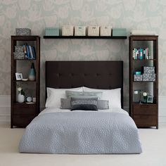 bedroom storage units for small bedroom. Storage solution for small space bedroom. Maximize the space and keep the room from the clutter looks. Small Space Bedroom, Small Master Bedroom, Small Bedroom Designs, Small Space Living, Home Bedroom, Bedroom Furniture, Furniture Ideas, Warm Bedroom, Design Bedroom