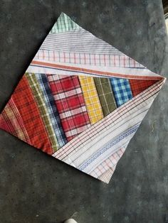 I've had a few questions while I've been working on my Virginia Bound blocks. I'm hoping I can tell a little more about them today. First off, this is the quilt I am writing abou… Quilt Block Patterns, Pattern Blocks, Quilt Blocks, Quilting Tutorials, Quilting Projects, Quilting Designs, Crumb Quilt, Plaid Quilt, String Quilts