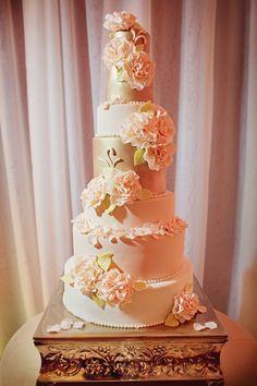 wedding cake idea; photo: Katch Studios