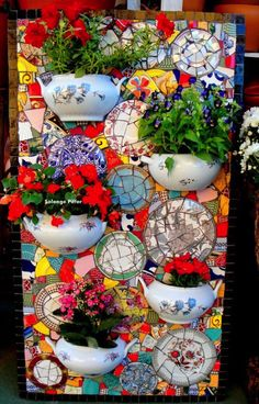 Brilliant DIY Mosaic Decorations for Your Garden - Farm.Family Garden art Brilliant DIY Mosaic Decorations for Your Garden - FarmFoodFamily Mosaic Garden Art, Mosaic Pots, Mosaic Wall Art, Tile Art, Mosaic Tiles, Mosaic Glass Art, Teacup Mosaic, Mosaic Flower Pots, Mosaic Mirrors