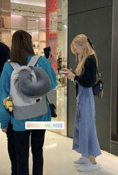 Blackpink Fashion, Korean Fashion, Fashion Outfits, Fasion, Rose Icon, Entertainment, Blackpink Photos, Jennie Blackpink, Kpop Outfits