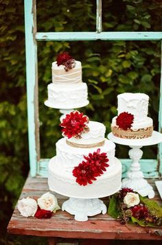 Pièce montée 2017  Pourquoi avoir 1 #WeddingCake quand vous pouvez avoir 3? I JoyFoley Weddings I See more Wedd