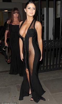 ขุ่นพระ ! Demi Rose ในชุดซีทรูสุดหวิว เดินพรมแดงงานประกาศรางวัลนิตยสารดัง