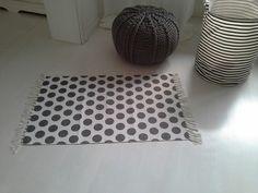 Teppich , weiß, graue Punkte von rosa rot auf DaWanda.com