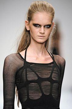 10158e8a090c Mark Fast - KNITWEAR Темная Мода, Искусство Мода, Модный Дизайн, Модные  Тенденции,