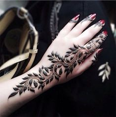 Mehndi design is one of the most authentic arts for girls. The ladies who want to decorate their hands with the best mehndi designs. Latest Finger Mehndi Designs, Mehndi Designs For Beginners, Mehndi Designs 2018, Modern Mehndi Designs, Mehndi Designs For Fingers, Mehndi Design Pictures, Arabic Mehndi Designs, Beautiful Henna Designs, Mehandi Designs