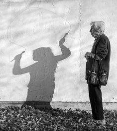 Here is an interesting concept. By creating together with his 91 year old mother, an artist Tony Luciani helped his mom feel Shadow Photography, Old Photography, Conceptual Photography, Abstract Photography, Willem De Kooning, Young Art, Willy Ronis, Old Mother, A Level Art