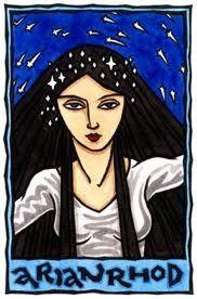 Arianrhod - Seu nome significa Roda de Prata ou Grande Mãe Frutuosa. Arianrhod é a Face Mãe da Deusa Tríplice para os povos de Gales. Honrada em especial na Lua Cheia, ela é a guardiã da Roda de Prata, símbolo do tempo e do karma. Senhora da Reencarnação.