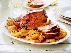 Unser beliebtes Rezept für Geschmorte Lammkeule im Kartoffelbett und mehr als 55.000 weitere kostenlose Rezepte auf LECKER.de.