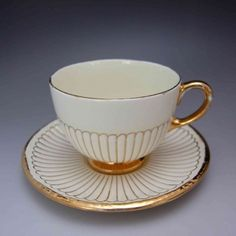 "Wedgwood ""EDME John Goodwin"" Shape 1908 design cup and saucer Porcelain Mugs, China Porcelain, Antique Tea Cups, Vintage Teacups, China Teapot, China Cups And Saucers, Fun Cup, Wedgwood, Tea Cup Saucer"