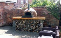 Pizza oven on gabion basket