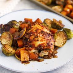 This one-pan roasted chicken with butternut squash and brussels sprouts dish makes for an easy and incredibly flavorful weeknight meal. It will quickly become a household favorite. Chicken Brussel Sprouts, Brussels Sprouts, Roasted Sprouts, Brussels Recipe, Pan Roasted Chicken Thighs, Roast Chicken Recipes, Roast Chicken Dinner, Chicken And Butternut Squash, Healthy Weeknight Meals