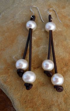 PENDIENTES PIEL Y PERLAS . Leather and Pearl Jewelry