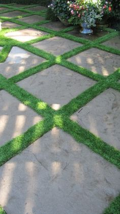 Would you believe artificial grass? Artificial turf can serve as a permeable break between flagstones. Never have to mow Outside Flooring, Patio Flooring, Flooring Ideas, Paver Designs, Faux Grass, Astro Turf, Artificial Turf, Artificial Grass Ideas, Garden Inspiration