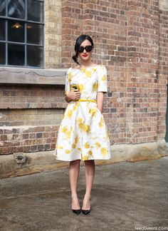 Estilo Lady like Cute Summer Outfits, Cute Outfits, Summer Shoes, Estilo Lady Like, Yellow Floral Dress, Yellow Flowers, White Dress, Looks Street Style, Mellow Yellow