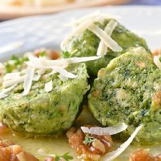 Spinach Dumplings recipe from our dumpling recipes collection Dumpling Recipe, Dumplings, Thing 1, Vegetarian Cheese, Gnocchi, Chili Recipes, Serving Dishes, Recipe Collection, Ricotta