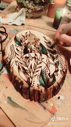 Wood Burning Tips, Wood Burning Crafts, Wood Burning Patterns, Cool Woodworking Projects, Diy Wood Projects, Wood Crafts, Pyrography Patterns, Got Wood, Wood Wall Decor