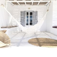 :: Coastal Home Decor Pins 132 :: Relax in the hammock on this shady beach house patio Outdoor Spaces, Outdoor Living, Outdoor Decor, Outdoor Patios, White Beach Houses, Ibiza Beach, Greek House, Menorca, Coastal Homes