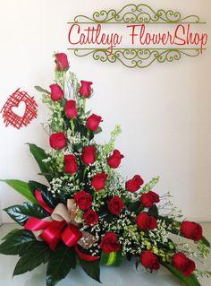 Altar Flowers, Church Flowers, Diy Flowers, Fresh Flowers, Beautiful Flowers, Contemporary Flower Arrangements, Large Flower Arrangements, Vegetable Bouquet, Decorating Coffee Tables