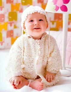 Bebês quentinhos com casaquinhos em tricô