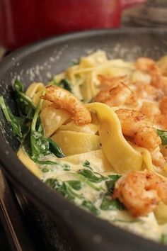 pasta with shrimps in cheese sauce - jedzonko - Makaron Kitchen Recipes, Diet Recipes, Snack Recipes, Cooking Recipes, Healthy Recipes, Dessert Dishes, Shrimp Pasta, Easy Food To Make, Fish Dishes
