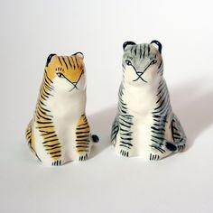 sitting_tigers_01sm