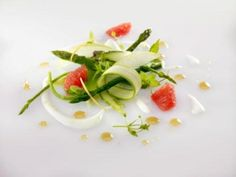Party Food Serving - Appetizers - Food Presentation - Food Styling - Food Plating Asparagus and ruby red grapefruit salad Asparagus Salad, Asparagus Recipe, Gourmet Recipes, Cooking Recipes, Healthy Recipes, Gourmet Foods, Vegetarian Recipes, Food Design, How To Cook Asparagus