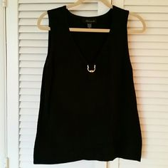 BLACK SLEEVELESS TOP Stylish black top with gold ring accents at rounded V neckline. Stretchy material. Cable & Gauge Tops