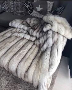 Photo Instagram, Instagram Posts, Fur Blanket, Cool Rooms, Interior, Furs, Nice, Chic Bedding, Fur