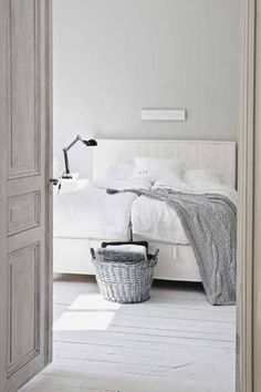 Basic bedroom in white and a bit grey, love it