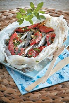 So easy to make, so great to taste! Pair it with a glass of ouzo or raki! Greek Recipes, Fish Recipes, Seafood Recipes, Cooking Recipes, Greek Meze, Greek Appetizers, How To Cook Fish, Home Food, Gastronomia