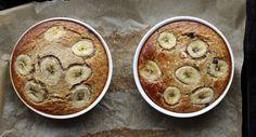 Bagt grød med bær og bananer