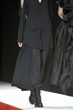 Yohji Yamamoto at Paris Fashion Week Spring 2012 - Details Runway Photos