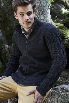This classic men's cardigan has an intricate cable knit pattern on the sleeves. A zipper gives the sweater a finished touch! Knitted with Novita Nalle wool yarn Mens Fall Outfits, Knit Fashion, Mens Fashion, Woolen Socks, Classic Man, Mens Clothing Styles, Knit Cardigan, Lana, Mens Fitness