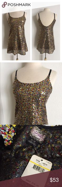 "Intimately FP sequin slip Free People Second Skin slip. Nwt. Size M. Measures 32"" long with a 34"" bust. 100% polyester. This has a tiny bit of stretch and it's pretty sheer. Adjustable straps.  NO TRADES Reasonable offers accepted Great bundle discounts Free People Intimates & Sleepwear Chemises & Slips"