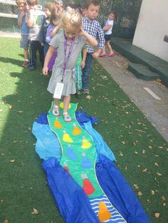 Walking through the Yam Suf Team Games, Torah, Preschool Crafts, Projects For Kids, Israel, Homeschooling, Kindergarten, Kids Service Projects, Preschool