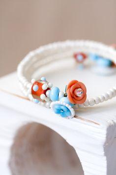 OOAK Orange weiß und blau Lampwork Perlen Armreif von MeMadeJewels