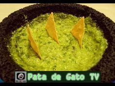 Guacamole en molcajete / Guacamole in stone mortar Guacamole, Mexican, School, Videos, Ethnic Recipes, Food, Gastronomia, Simple, Recipes