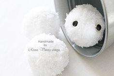 white snowballs in metal silver kibble, rose valley photo, inspiration, home decor, christmas, xmas, organizing, wedding, winter, cold, fridge, eye, nagy szemű hógolyó ezüst fém vödörben több hógolyóval