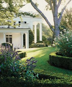Aerin Lauder's East Hampton Country Home, via Elle Decor (July-August 2009 issue? Landscape design by Perry Guillot. Hamptons House, The Hamptons, Beautiful Gardens, Beautiful Homes, House Beautiful, Beautiful Family, Outdoor Spaces, Outdoor Living, Hampton Garden