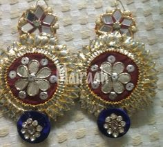 Video by Mairaah ( in New Delhi Dorset Buttons, Gold Embroidery, Blouse Designs, Wedding Jewelry, Brooch, Diy Crafts, Posts, Weeding, Detail