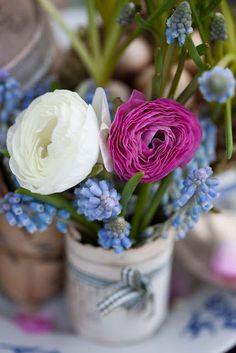 simple but beautiful arrangement...ranunculus and pearl hyacinths