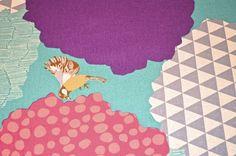 Wunderschöner bunter Leinen- Baumwollstoff von Etsuko Furuya für KOKKA mit bunten Vögeln Pflanzen und Mustern auf naturfarbenem Hintergrund...  Toll für Decken, Kissen, Taschen uvm...