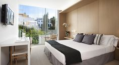 Alenti Sitges Hotel & Restaurant Sitges This boutique hotel is located in the centre of Sitges. It offers stylish rooms with air conditioning and free Wi-Fi internet.  Alenti Sitges Hotel & Restaurant is surrounded by popular cafés, bars and shops.