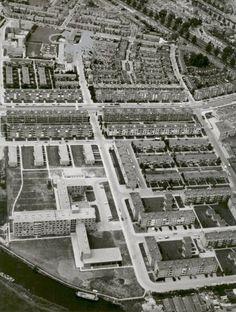 Schepenbuurt en het Rode Dorp vanuit het oosten gezien. Linksonder verzorgingstehuis Greunshiem.
