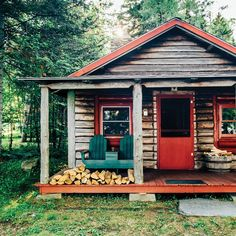 Log cabin on the shores of Moosehead Lake, Maine